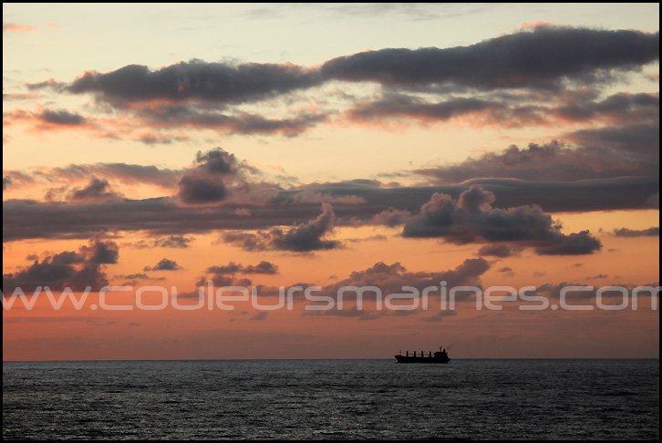 Photos de cargo, coucher du soleil sur l'océan Atlantique, Golfe de Gascogne. Erik Brin, photographe de mer !